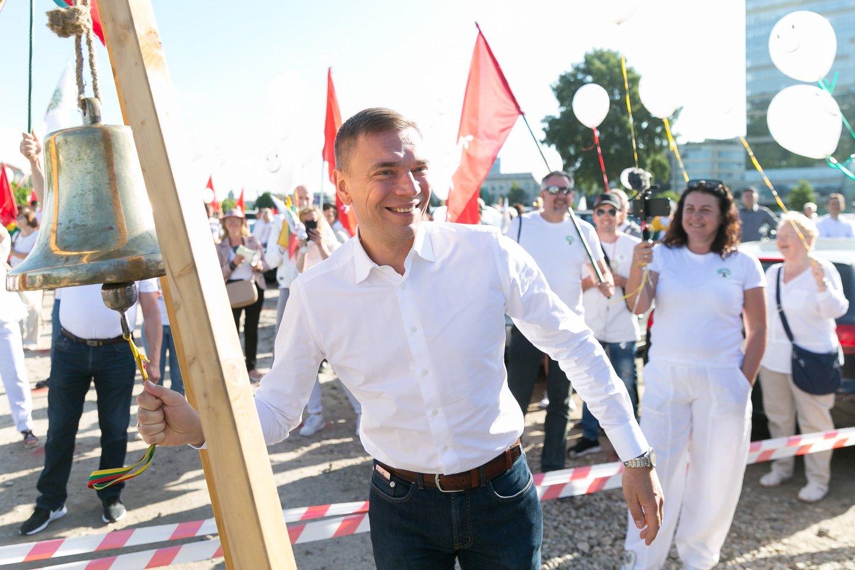 Antradienį prie Seimo surengus mitingą M.Puidokas sulaukė daugybės aplodismentų.<br>T.Bauro nuotr.