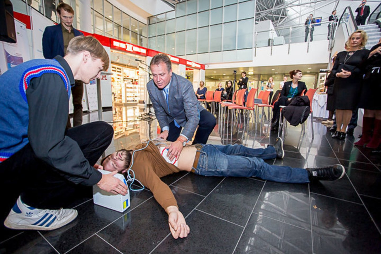 Net ir ne visai teisingai atliktas širdies masažas, dirbtinis kvėpavimas ar sustabdytas kraujavimas gali išgelbėti žmogui gyvybę.<br>TVOU nuotr. iš archyvo