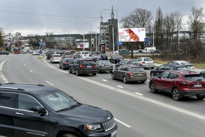 Vilniaus miesto savivaldybė ragina neeksploatuojamų (nenaudojamų), be priežiūros paliktų transporto priemonių savininkus jomis pasirūpinti.<br>V.Ščiavinsko nuotr.