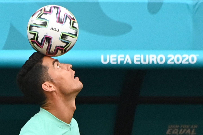 C.Ronaldo yra vienintelis 2016 m. Europos čempionas Portugalijos rinktinėje.<br>AFP/Scanpix nuotr.