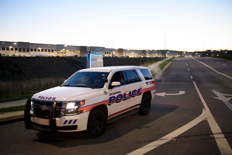 Alabamos gaisrinių hidrantų gamykloje vyras nušovė du žmones. <br>AFP/Scanpix nuotr.