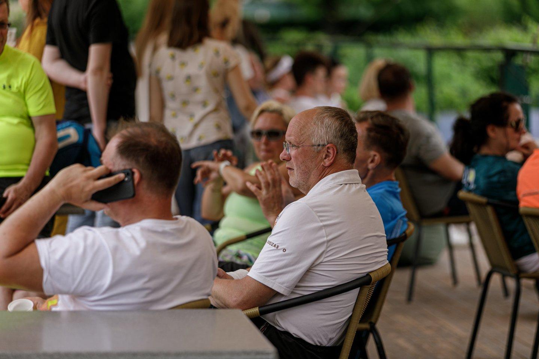 """Jubiliejinio, dešimtojo Lietuvos gydytojų teniso sąjungos surengto čempionato """"Rektoriaus taurė 2021"""" akimirka.<br>Organizatorių nuotr."""