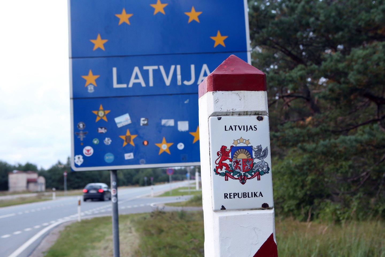 Latvija atveria sienas: turintiems COVID pažymėjimą nebereikės karantinuotis arba testuotis atvykus.<br>M.Patašiaus nuotr.