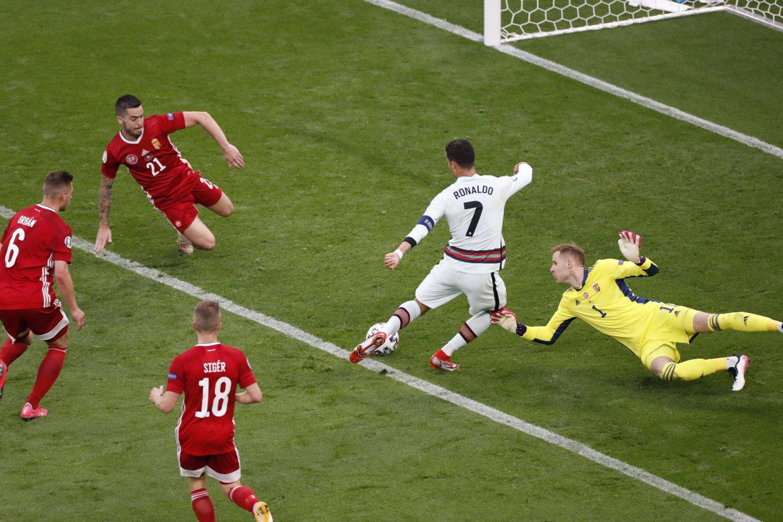 C.Ronaldo antruoju įvarčius užbaigė vengrų triuškinimą.<br>Reuters/Scanpix nuotr.