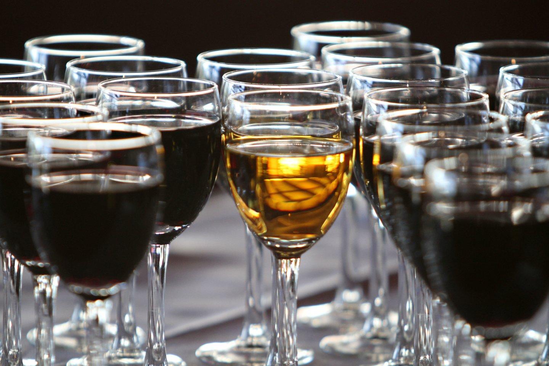 Alkoholio vartojimas ilgainiui gali sukelti rimtų kepenų sveikatos sutrikimų.<br>M.Patašiaus nuotr.