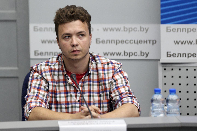 Pasak Baltarusijos URM atstovo, pats R. Pratasevičius pareiškė norą dalyvauti.<br>AP/Scanpix nuotr.