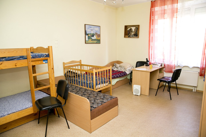 Pasak moters, Krizių centras padeda toms mamoms, kurios liko be gyvenamosios vietos, o kitoms iš jo – jokios naudos.<br>T.Bauro nuotr.