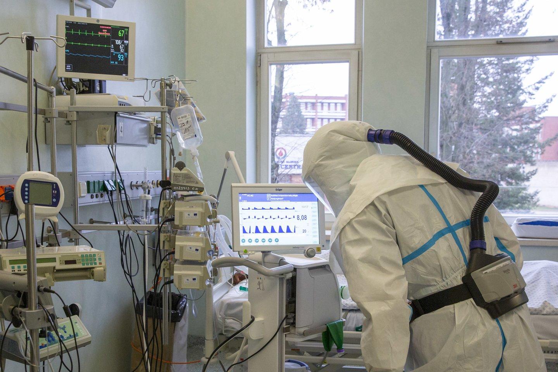 Lietuvos Statistikos departamento ketvirtadienio žiniomis, nuo pandemijos pradžios Lietuvoje COVID-19 užsikrėtė278 072 žmonės, naujasis koronavirusas pagrindine mirties priežastimi tapo4 352 asmenims.<br>Kauno klinikų asociatyvi nuotr.