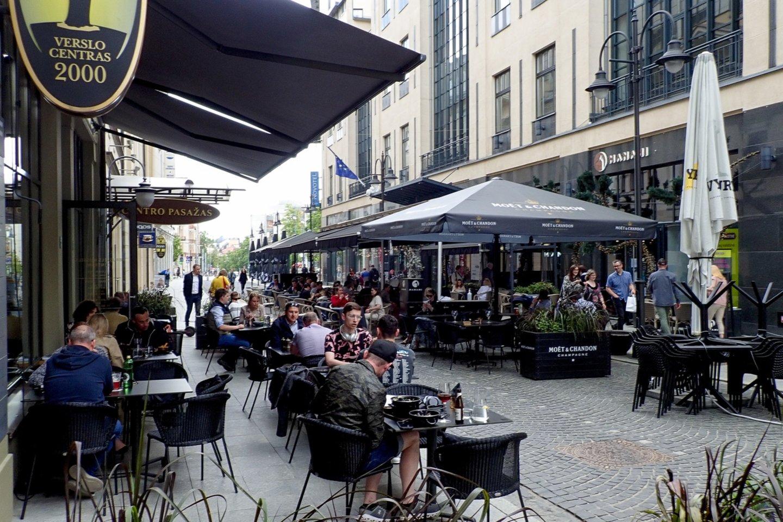 Vilnius,vilniečiai sėdi kavinėse,koronavirusas,orai<br>V.Ščiavinsko nuotr.