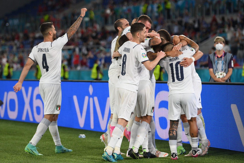 Italijos rinktinės džiaugsmas dėl antrojo įvarčio.<br>Reuters/Scanpix nuotr.