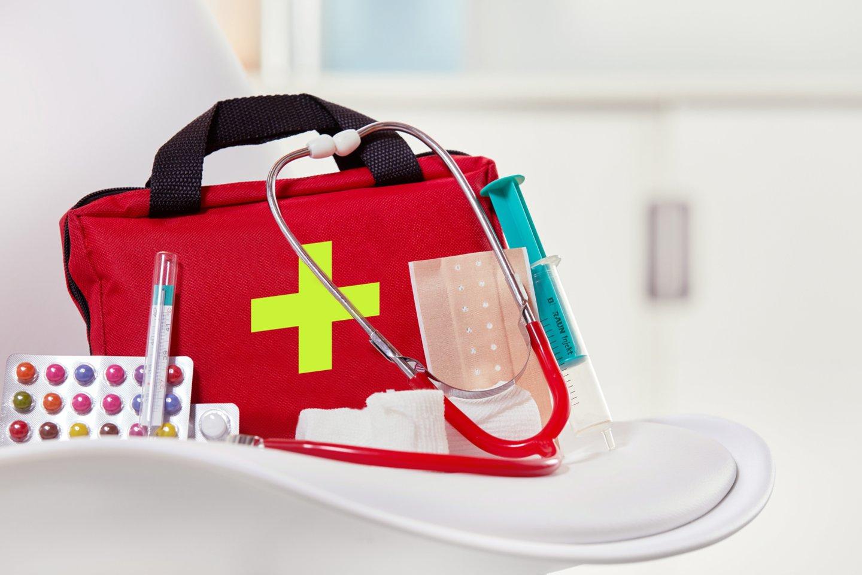 Gydytoja perspėjo, kad keliaujantį žmogų tiek gamtoje, tiek miestuose gali ištikti įvairios traumos.<br>123rf nuotr.