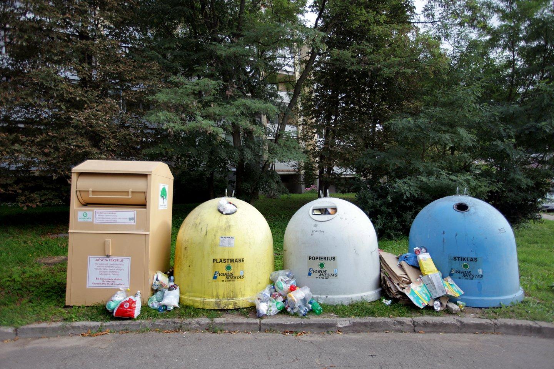 Jau nuo liepos kai kurių vienkartinių plastikinių gaminių nebeišvysime nei parduotuvėse, nei kavinėse ar baruose.<br>V.Balkūno nuotr.