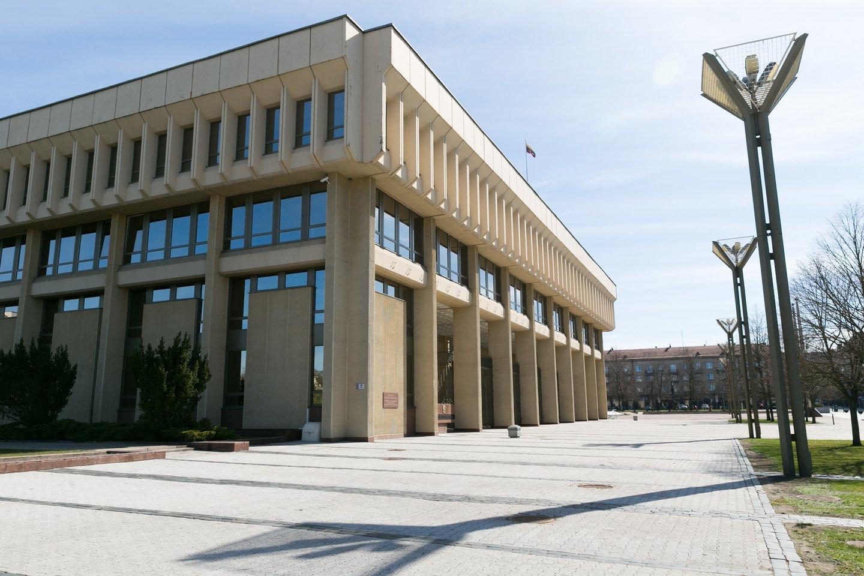 Gyvenu viename tų namų ir pradėjau stebėtis: ar be elektros lieka ir viena svarbiausių Lietuvos institucijų Seimas?<br>T.Bauro nuotr.