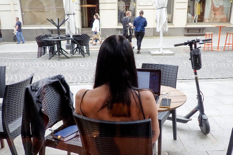Kavinės ir barai gali neberiboti savo darbo laiko.<br>V.Ščiavinsko nuotr.