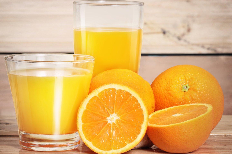 Ar kada nors pagalvojote, kodėl apelsinų sulčių skonis po dantų išsivalymo yra toks blogas?<br>123rf nuotr.