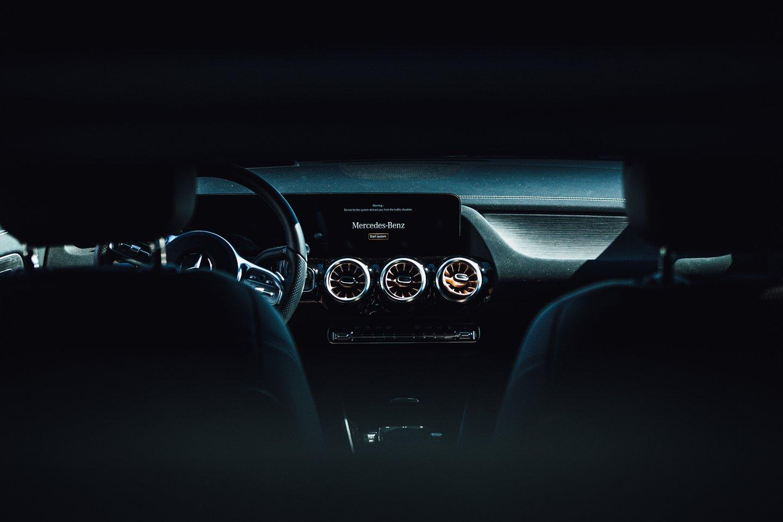 """Automobilių industrijai sparčiai didinant elektromobilių gamybos apsukas neatsilieka ir vokiečiai """"Mercedes-Benz"""".<br>Tomo Krisiulevičiaus nuotr."""