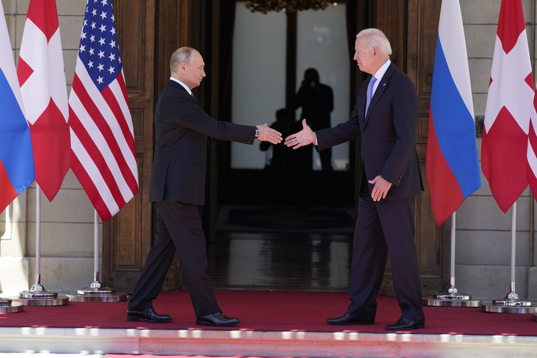 V. Putinas ir J. Bidenas.<br>AP/Scanpix nuotr.