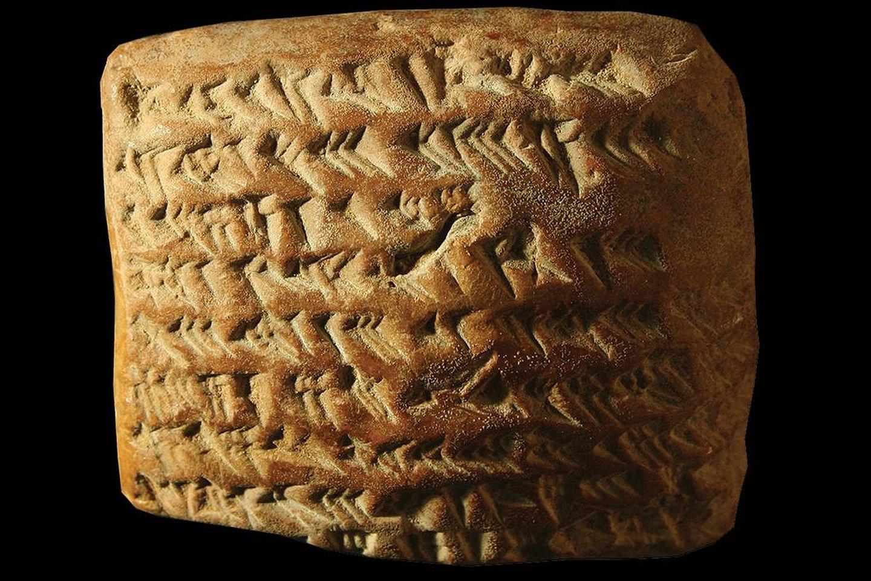 """Senovės matematikos knyga? Babiloniečiai ant molio lentelių užrašė sudėtingas matematines funkcijas.<br>Mathieu Ossendrijver / """"Science"""" nuotr."""
