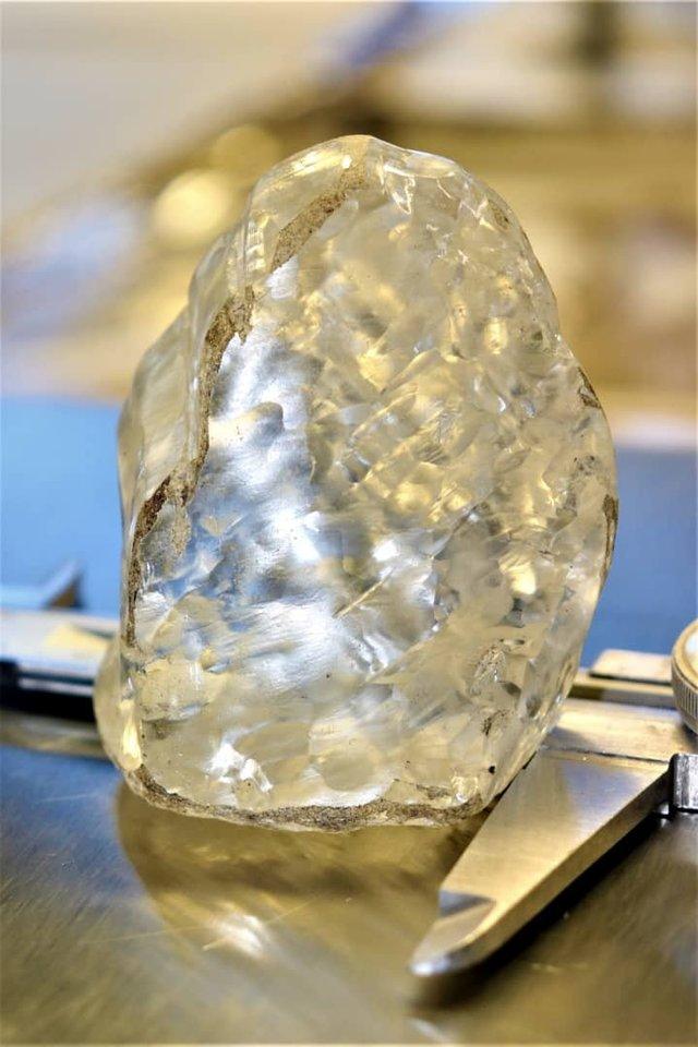 Kalnakasiai Botsvanoje surado nuostabų 1098 karatų deimantą, kuris gali būti trečias pagal dydį deimantas pasaulyje.<br>Reuters / Scanpix nuotr.