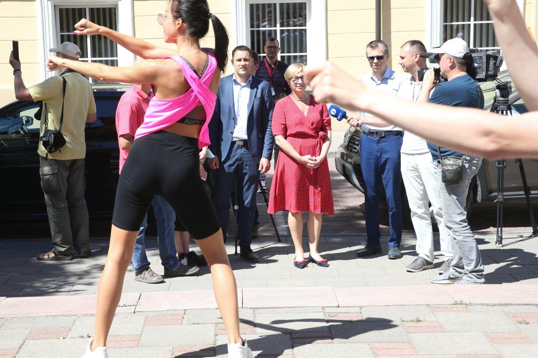 Tėvų mitingas prie Švietimo, mokslo ir sporto ministerijos.<br>R.Danisevičiaus nuotr.