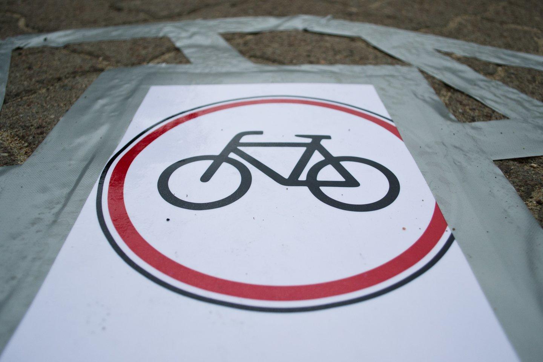 Atėjus vasaros sezonui, kretingiškiai susirūpinę, kada gi pagaliau bus pradėtas tiesti daugybę metų žadėtas dviračių takas.<br>kiti