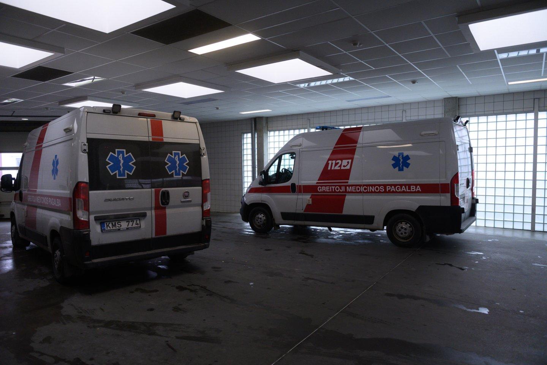 Įmonėje Vilniuje autokeltuvas užvažiavo ant darbuotojo – prireikė medikų.<br>V.Skaraičio asociatyvi nuotr.