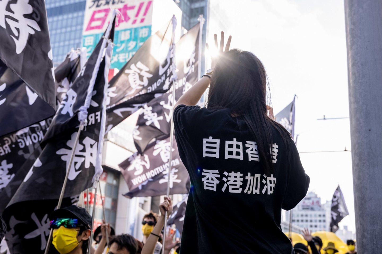 """Jungtinė Karalystė: Kinija """"nusitaikė į kitokios nuomonės balsus"""" Honkonge. <br> Viola Kam/SOPA Images/ZUMA Press/Scanpix nuotr."""