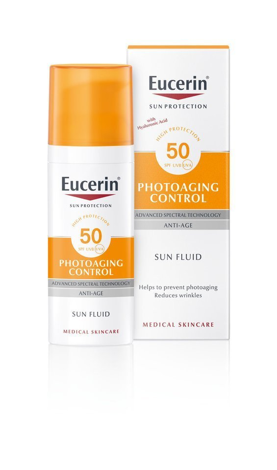 """""""Eucerin Photoaging Control"""" veido fluidas nuo saulės ir fotosenėjimo SPF 50 – jis apsaugo visų tipų odą nuo žalingų UV spindulių, fotosenėjimo, didelės energijos regimosios šviesos (HEVIS).<br>Partnerio nuotr."""