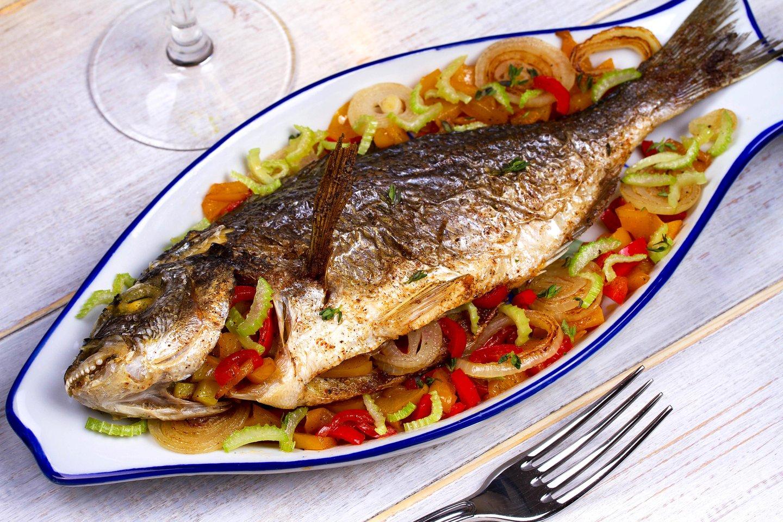 Išsirinkus šviežią, nesugedusią žuvį, pirmiausia reikėtų nuspręsti, kokiu būdu žuvis bus ruošiama.<br>123rf.com asociatyvi nuotr.