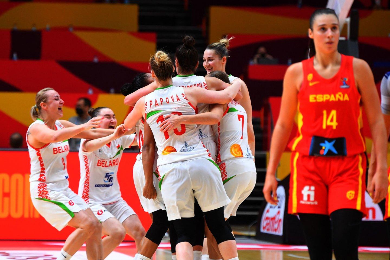 Baltarusijos krepšininkės sensacingai įveikė Ispaniją.<br>AFP/Scanpix.com nuotr.