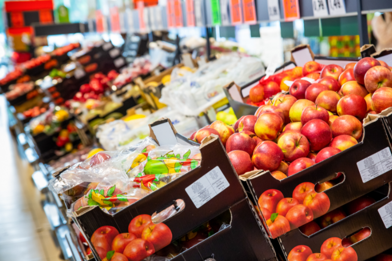 """""""Lidl"""" šviežumo koordinatoriai užtikrina, kad prekybos tinklo parduotuvėse siūlomi vaisiai ir daržovės išliks itin švieži ir kokybiški.<br>Pranešimo autorių nuotr."""