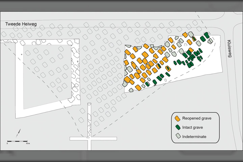 """Kapinių Olandijoje schema. Žalia spalva pažymėti neliesti kapai, oranžine - pakartotinai atverti, pilka spalva - neidentifikuoti kapai.<br>""""Antiquity"""" iliustr."""