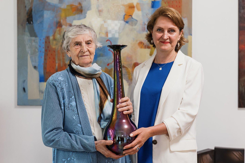 Giedros galerijoje eksponuojami G.Purlytės ir jos motinos B.Purlienės kūriniai.<br>T.Juknevičiaus nuotr.