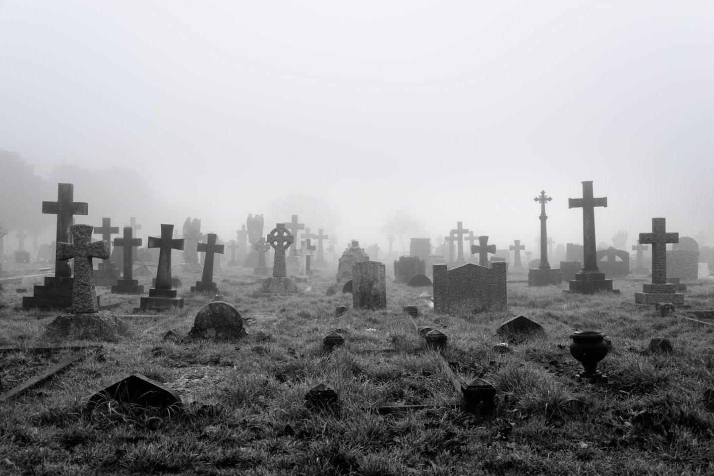 Ankstyvaisiais viduramžiais mirtis ir palaidojimas nebūtinai reikšdavo amžinąją ramybę. Archeologai sako, kad netikėtai didelė dalis V-VIII amžių kapų visoje Europoje būdavo pakartotinai atveriami netrukus po to, kai asmuo būdavo palaidojamas.<br>123rf nuotr.