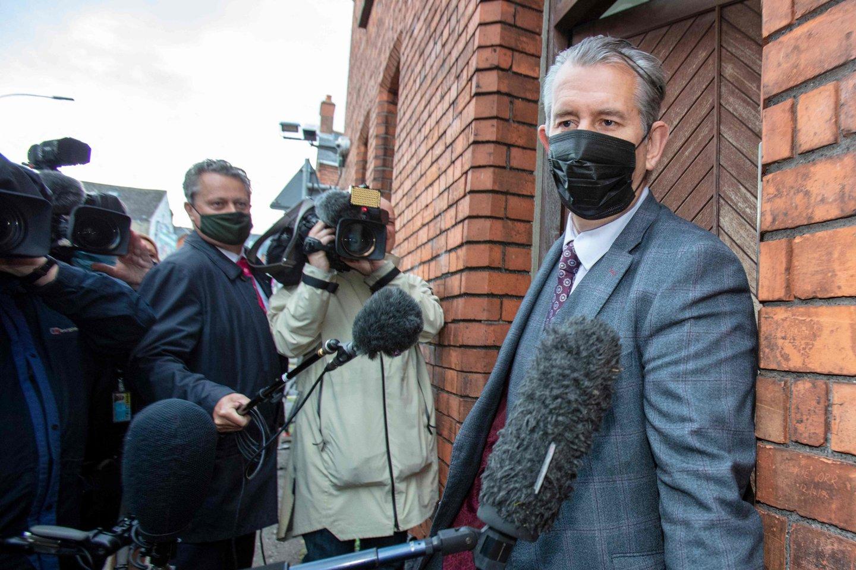 Šiaurės Airijos junionistų vadovas atsistatydino tuojau po pirmojo ministro paskyrimo. <br>AFP/Scanpix nuotr.