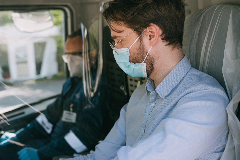 """Tačiau svarbu žinoti, kad reikalavimas dėvėti nosį ir burną dengiančias apsaugos priemones – išlieka.<br>""""Regitros"""" nuotr."""