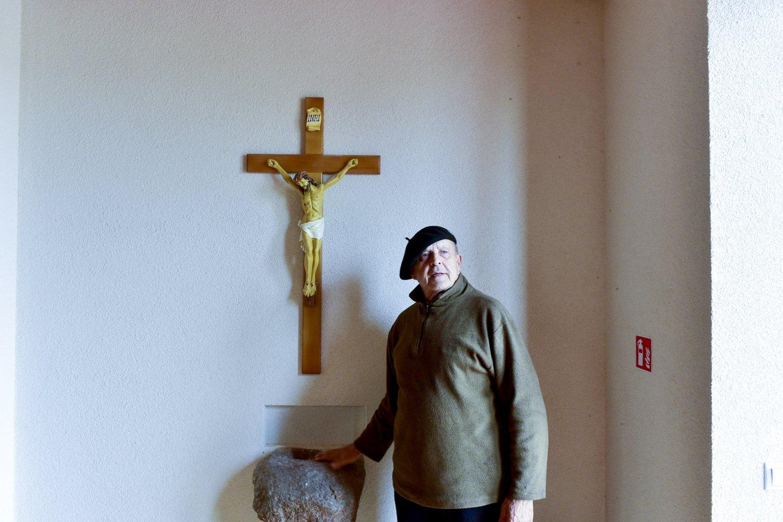 Rokonių kaime už privačias lėšas beveik per dešimt metų iškilusi raudonų plytų bažnyčia dar laukia šventinimo.<br>V.Ščiavinsko nuotr.