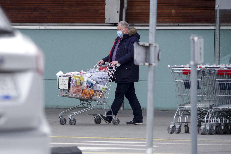 Net ir pasibaigus karantinui kai kurie ribojimai prekybos centruose vis tiek išliks.<br>V.Ščiavinsko nuotr.