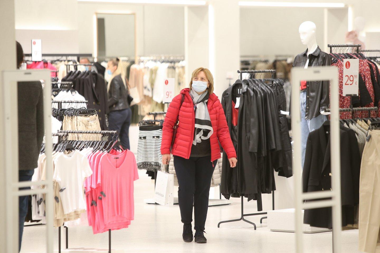 Net ir pasibaigus karantinui kai kurie ribojimai prekybos centruose vis tiek išliks.<br>R.Danisevičiaus nuotr.