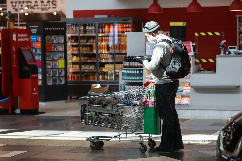 Net ir pasibaigus karantinui kai kurie ribojimai prekybos centruose vis tiek išliks.<br>G.Bitvinsko nuotr.