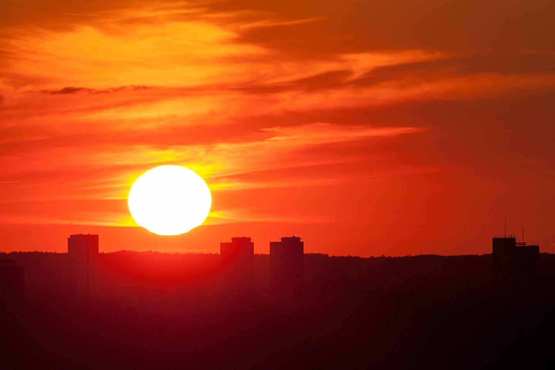 Lietuvoje kitos savaitės pirmoje pusėje taip pat išliks karšti orai, o maksimali dienos oro temperatūra priklausys nuo debesuotumo ir kritulių. Tikėtina, kad temperatūra svyruos 28–34 laipsnių intervale.<br>D.Umbraso nuotr.