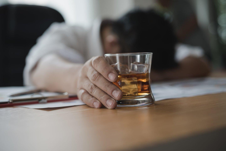 Per didelis alkoholio vartojimas gali tapti infarkto priežastimi.<br>123rf nuotr.