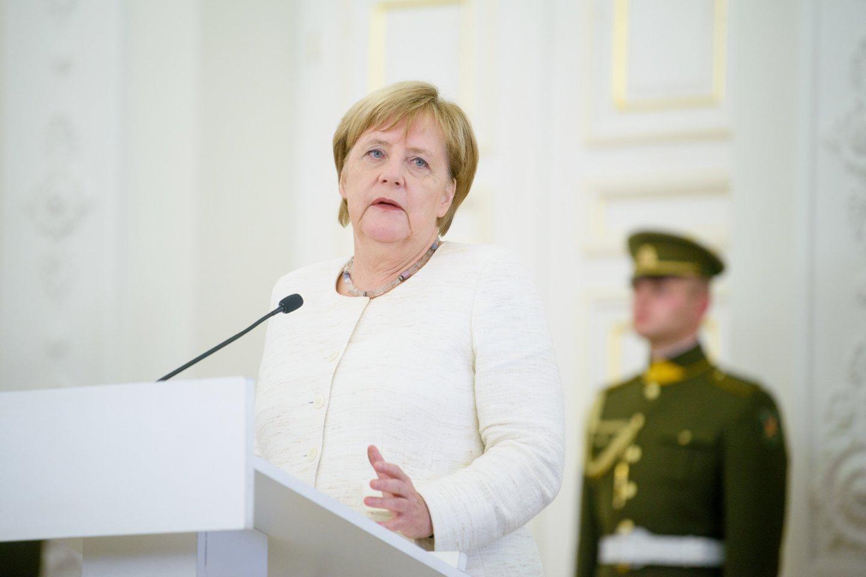 Oro transportas jau artimiausioje ateityje turi pereiti prie atsinaujinančių energijos šaltinių, Vokietijos aviacijos konferencijoje Berlyno oro uoste sakė kanclerė Angela Merkel.<br>J.Stacevičiaus asociatyvinuotr.
