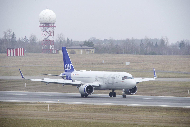 Oro transportas jau artimiausioje ateityje turi pereiti prie atsinaujinančių energijos šaltinių, Vokietijos aviacijos konferencijoje Berlyno oro uoste sakė kanclerė Angela Merkel.<br>V.Ščiavinsko asociatyvi nuotr.