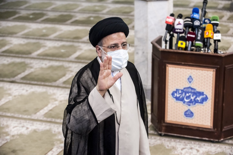Irano prezidento rinkimų nugalėtoju įvardytas ultrakonservatyvus veikėjas Ebrahimas Raisi.<br>SIPA/Scanpix nuotr.