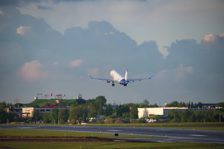 Koronavirusu persirgusiai šiaulietei vietoje saulėtos Turkijos naktį teko leisti Vilniaus oro uosto teritorijoje<br>V.Ščiavinsko nuotr.