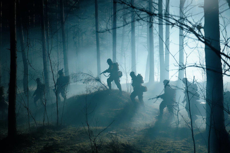 """""""Warhunt"""" – karinis trileris, kurio veiksmas vyksta Antrojo pasaulinio karo metu.<br>Filmo kadras."""