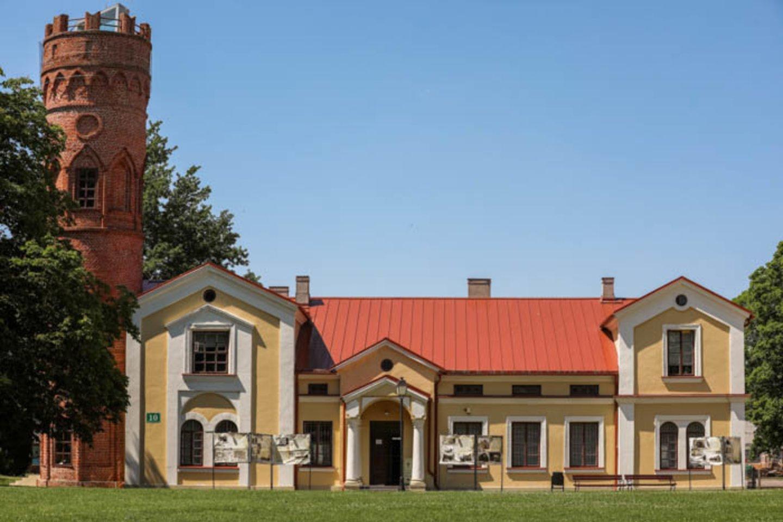 Žinomos šeimos pramogavo Vilkaviškio apylinkėse.<br>M.Vizbaro nuotr.