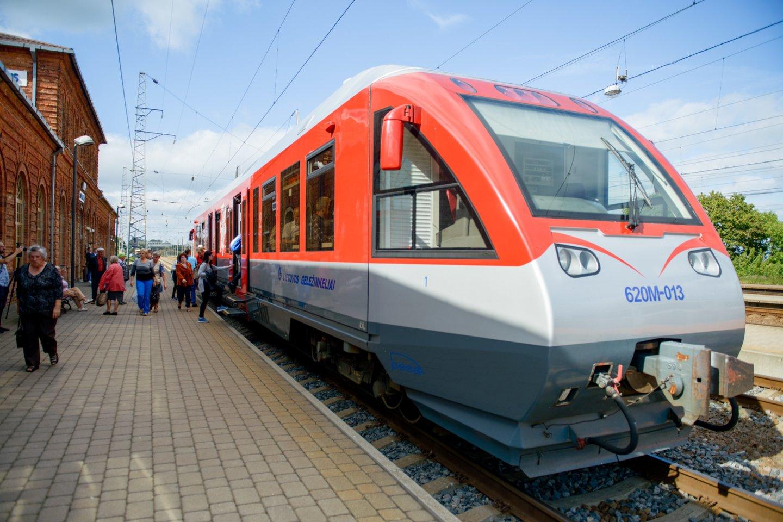 Kelionė iš Klaipėdos į Vilnių keleivei per karščius buvo nepakeliamai sunki.<br>J.Stacevičiaus nuotr.