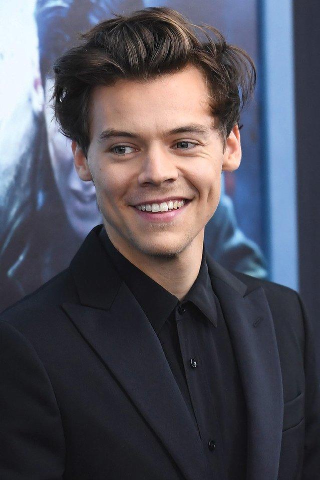 """""""Požiūris į madą atskleidžia mąstymą. Jei gyvenime visada stengiesi neperžengti ribų, apriboji save"""", – sakė Harry Stylesas.<br>Scanpix nuotr."""